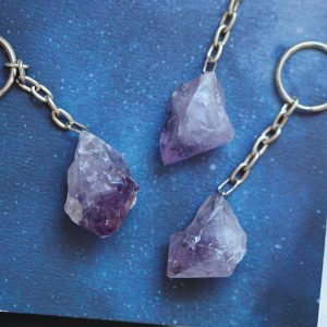 AMETHYST POINT KEYRING CRYSTAL | LAWOFATTRACTIONSTORE